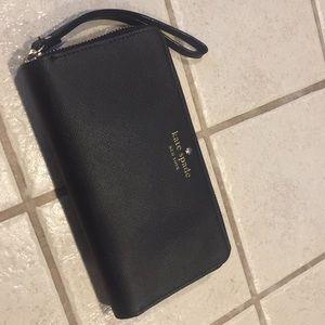 Kate Spade wristlet / wallet